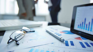 Important Things to Consider Before Hiring a Financial Consultant